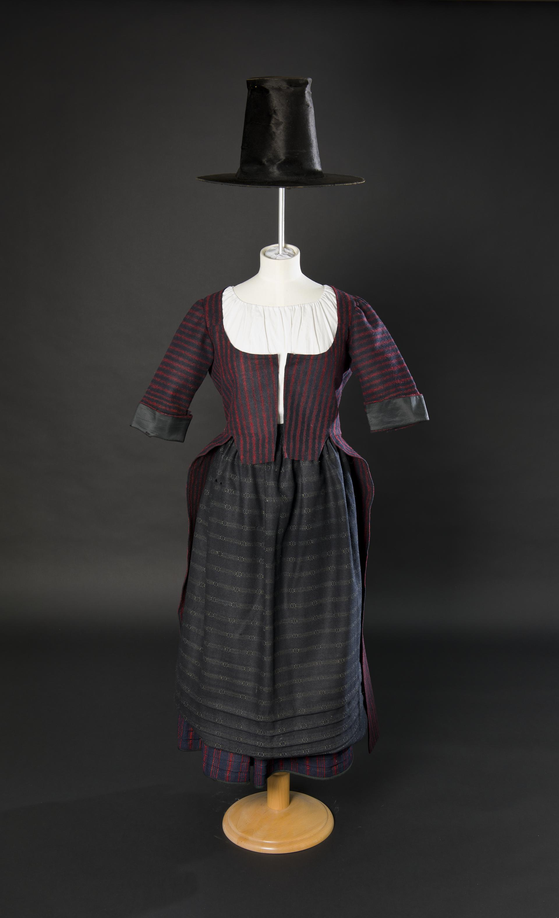 Open the image &lsquobedgown, Welsh costume petticoat, Welsh costume apron, Welsh costume hat'