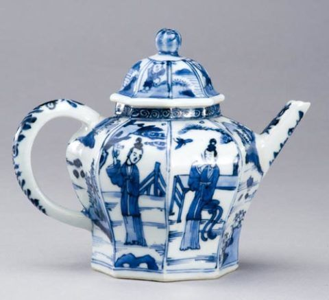Chinese porcelain teapot, c. 1700-20
