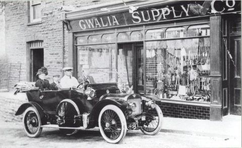 William Llewellyn with his family  in their car outside Gwalia Stores, about 1912