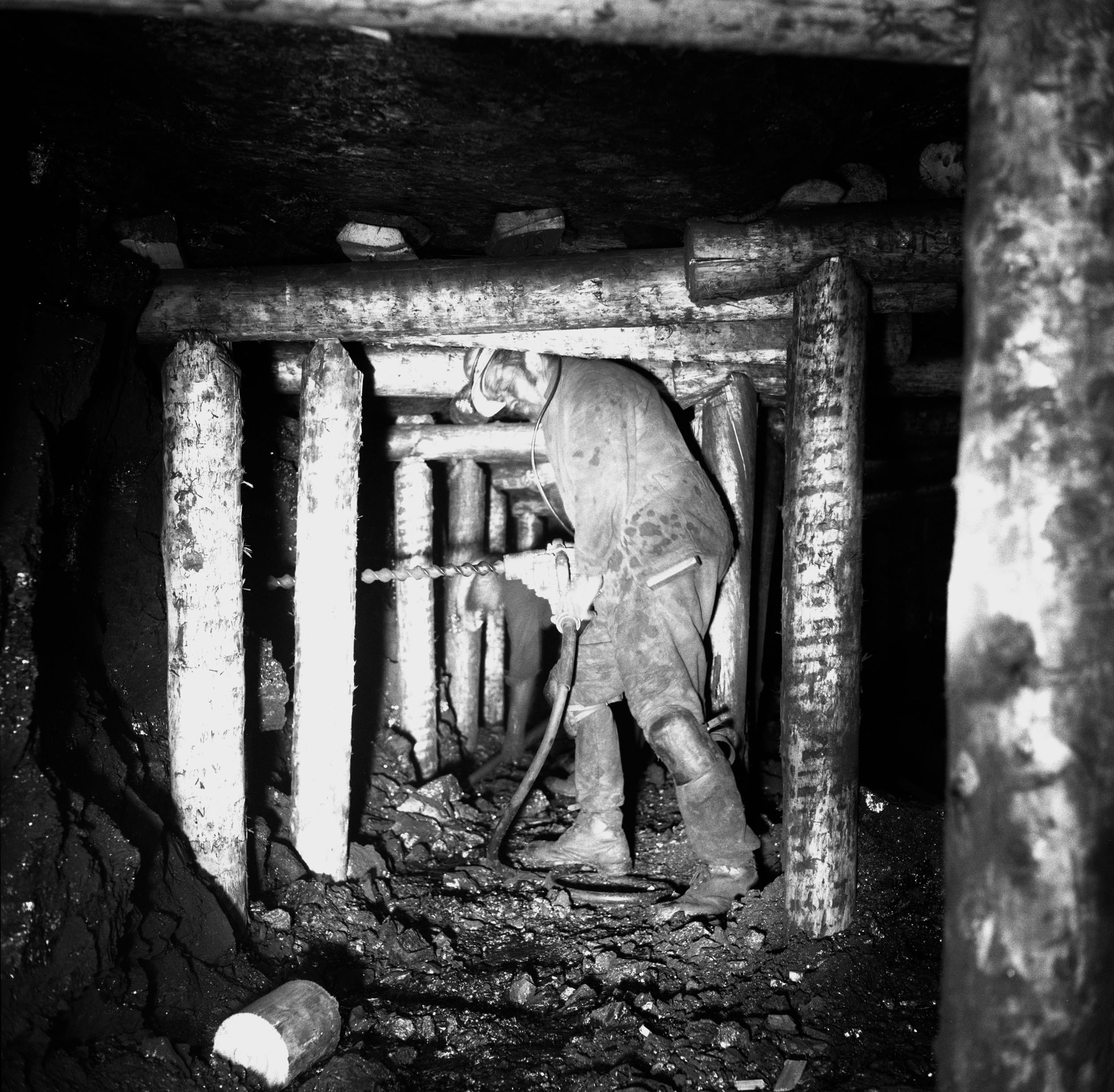 Ammanford Colliery, 1974, Gerald Gibson drilling a shot hole on the coal face.