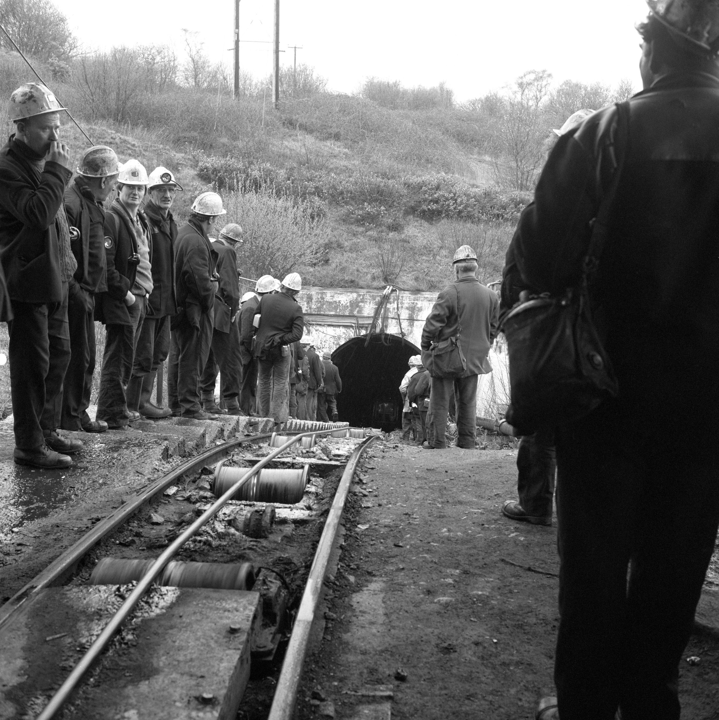 Cwmgwili Colliery, 1978, afternoon shift waiting for their ride at the entrance of the mine.