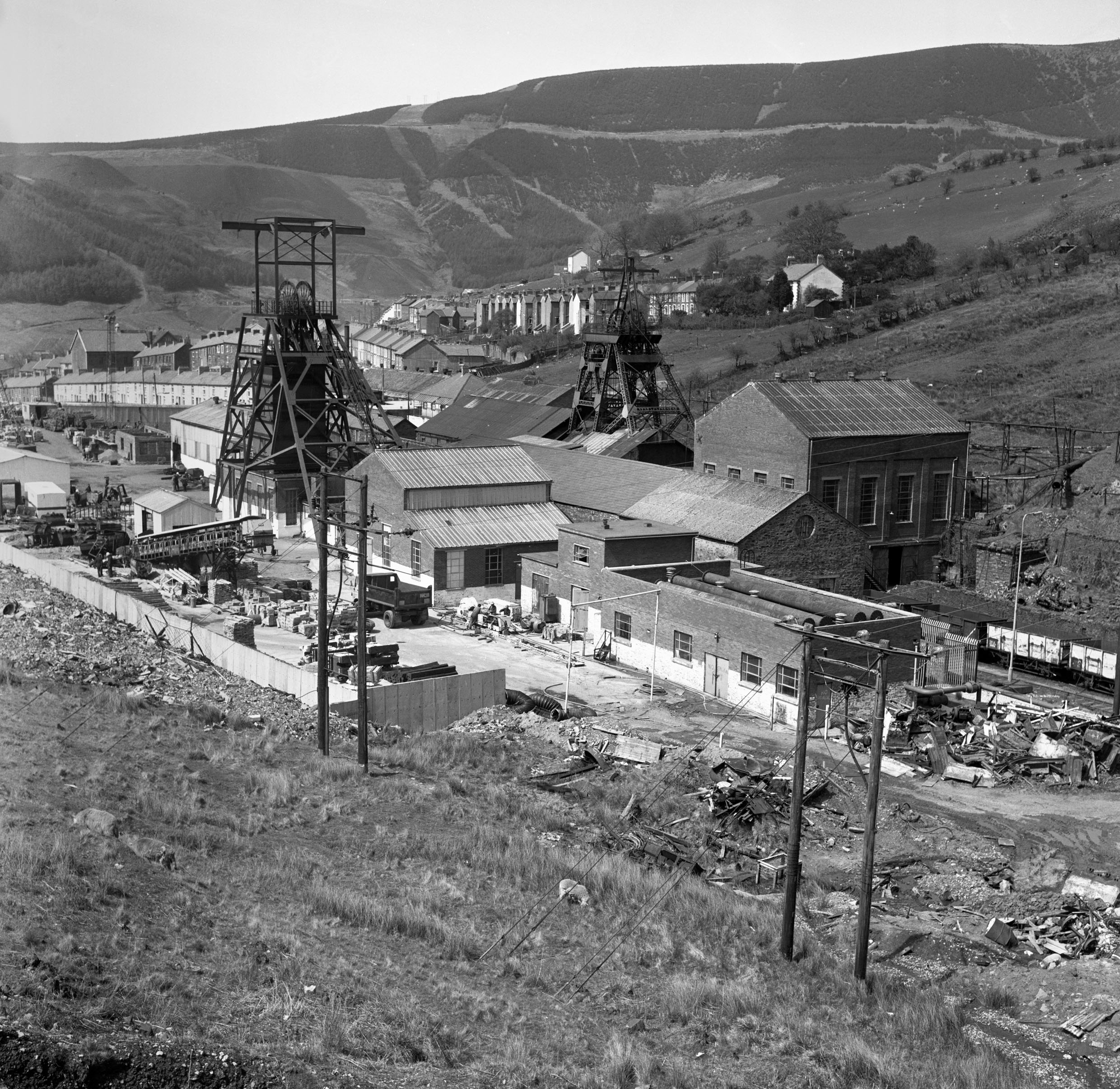 Garw Colliery in 1977, with village in the background.