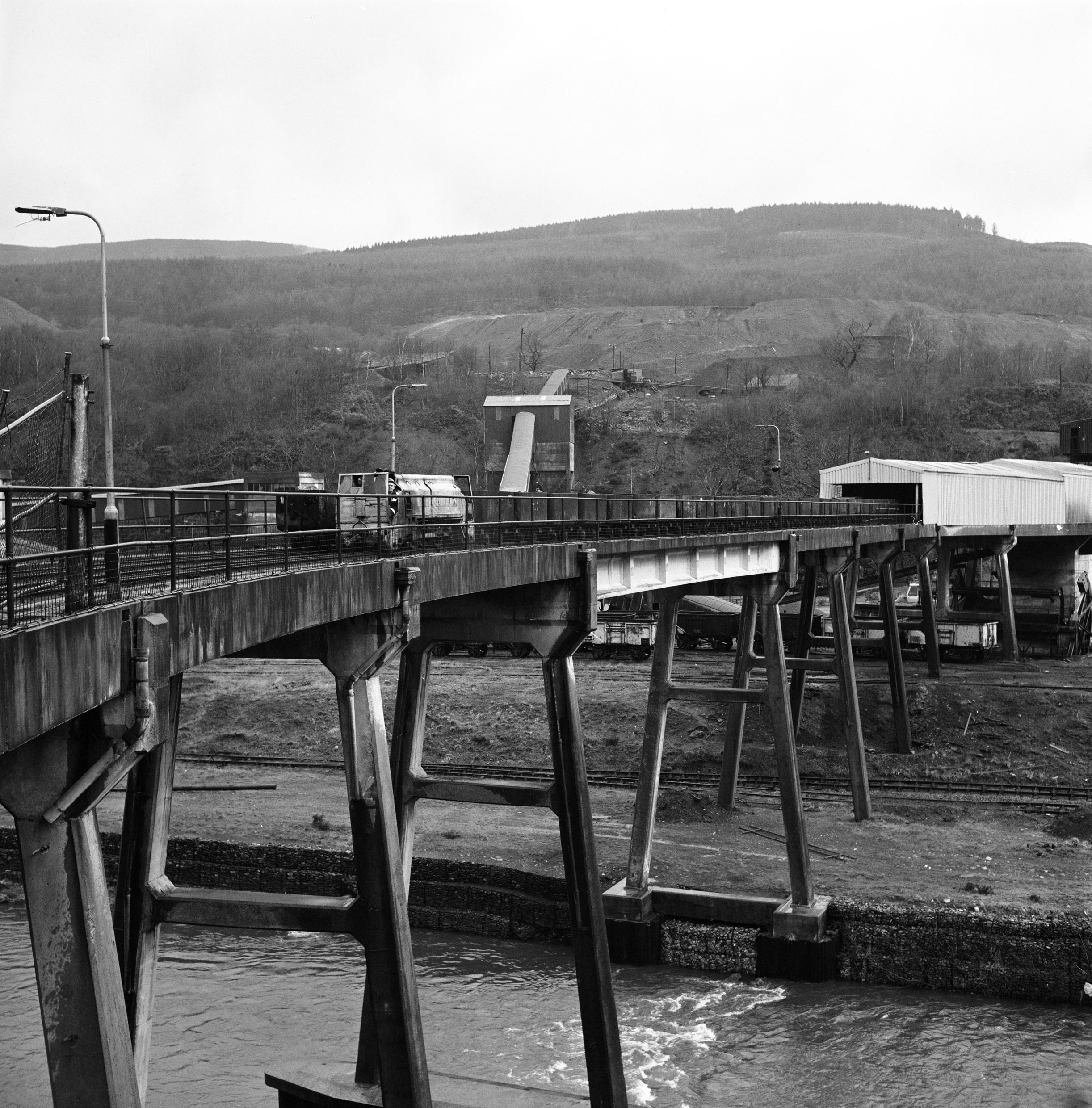 Modern concrete viaduct linking the mine with the washery, Blaengwrach Colliery, c.1977.
