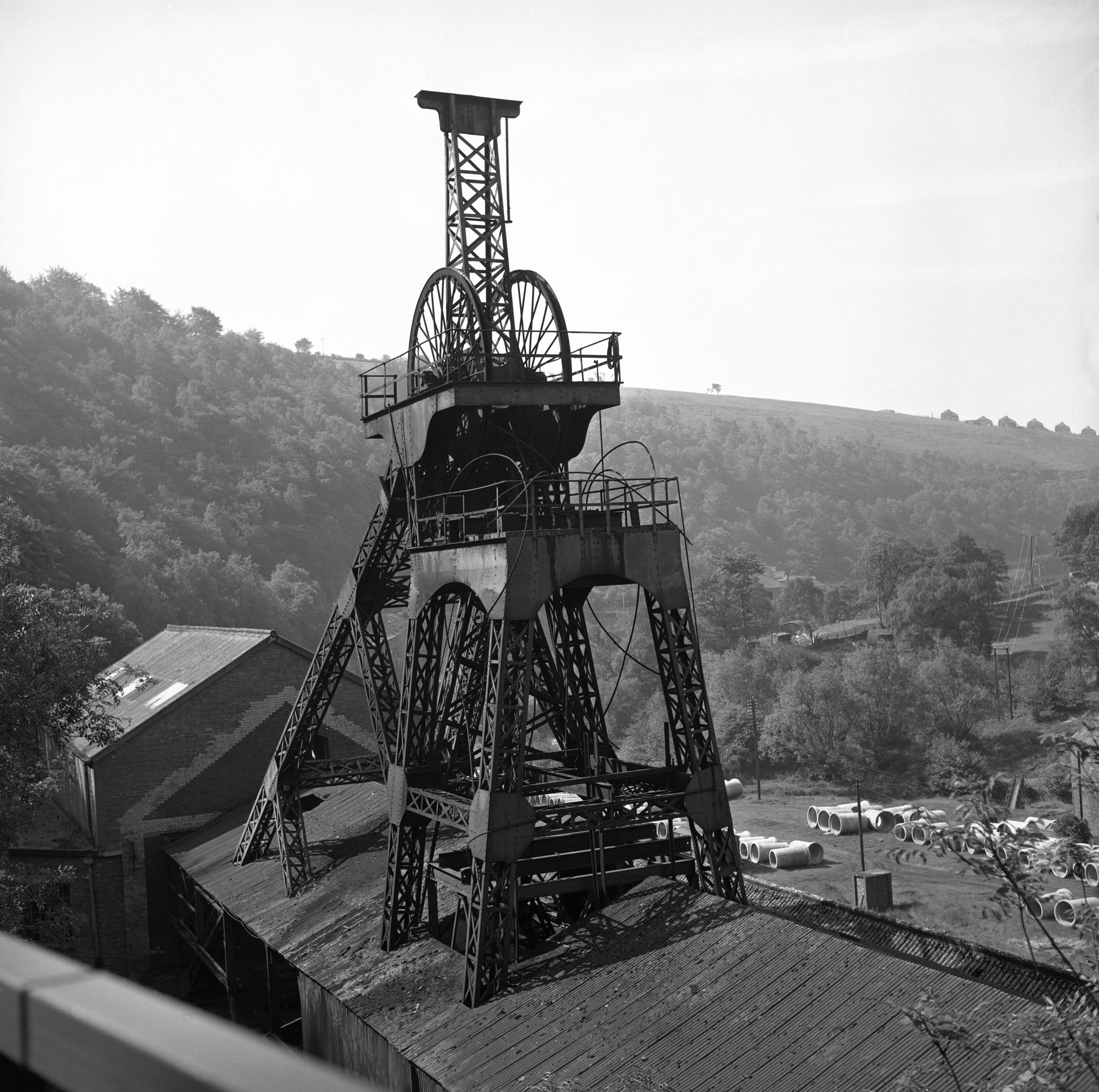 Llanhilleth Colliery, the lattice headframe on the No.2 shaft, 1975.