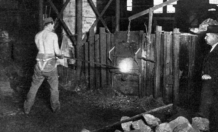 Much of the company's pig iron production was converted to wrought iron in 100 puddling furnaces.