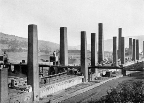 2.	In 1907 the company owned 524 coke ovens and was producing 200,000 tons of coke a year.