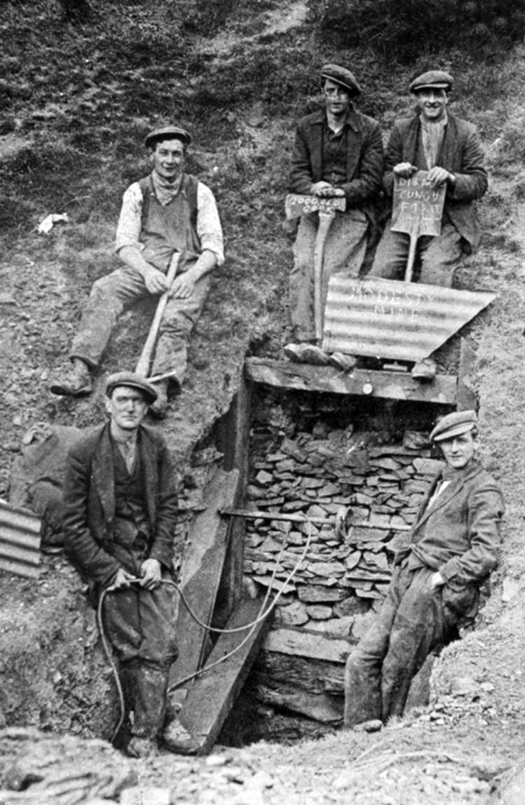 Digging for coal at Llangynidr Road during the 1926 miner's lockout.