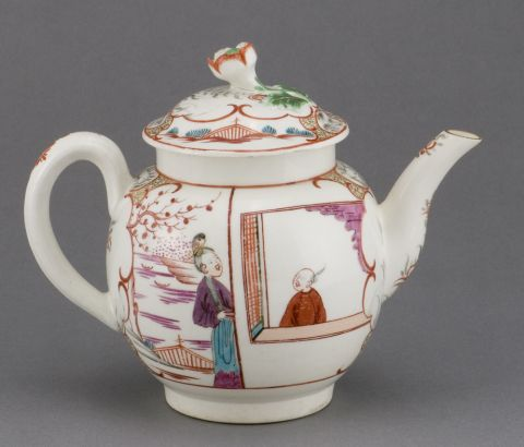 Worcester teapot with Chinese figures, 1770-80