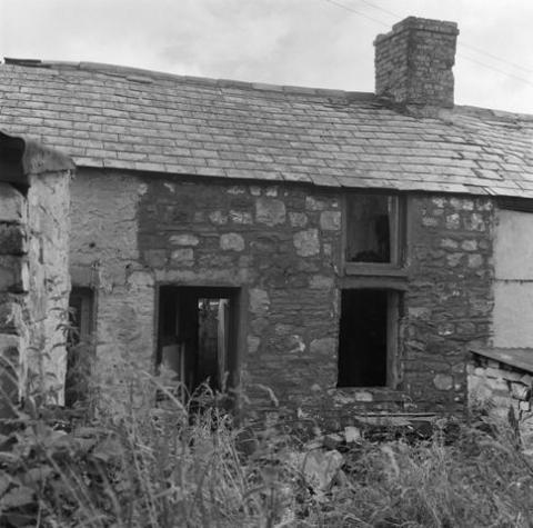 Rhyd-y-car houses in Merthyr Tydfil, prior to removal to St Fagans National History Museum