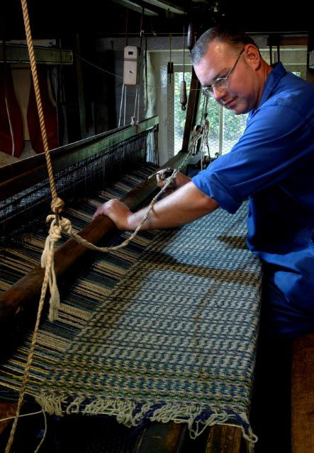 Esgair Moel Woollen Mill - Dewi Jones weaving on loom