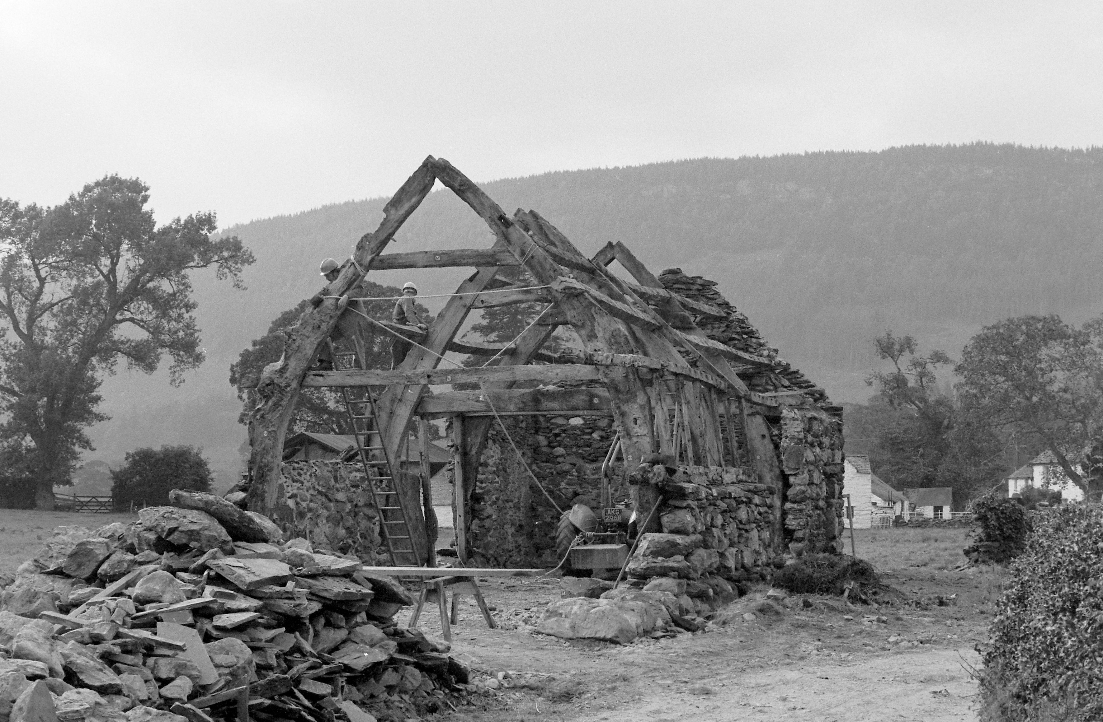 Dismantling Hendre-wen Barn prior to removal to St Fagans National Museum of History