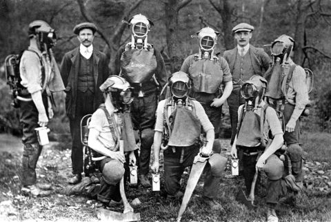 First rescue brigade, Big pit (b/w photo)