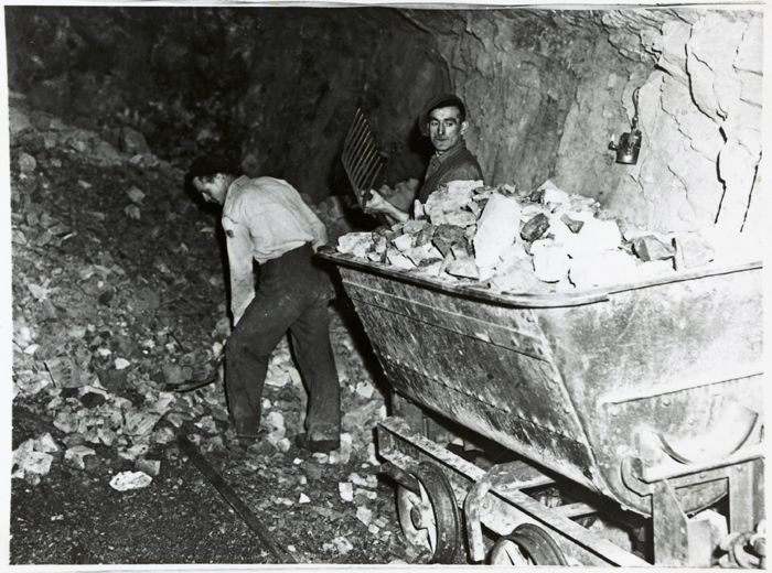 Miners underground at Dinas Silica mine, Pontneddfechan (b/w photo)