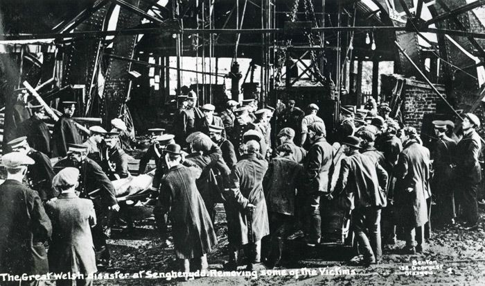 Bodies of the victims being recovered from the mine