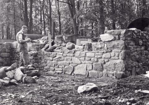 Re-erecting the Smithy at St Fagans National History Museum
