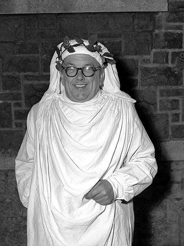 Caradog Prichard in Gorsedd robe and laurel head-dress, 1957.