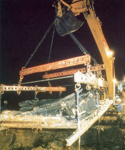 Raising the boat from the mud 4.00am August 27th 1995