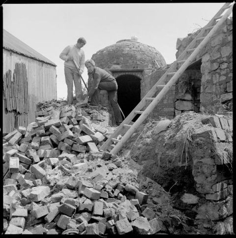 Dismantling the Pottery kiln in Ewenni, Glamorgan, prior to removal to St Fagans National History Museum