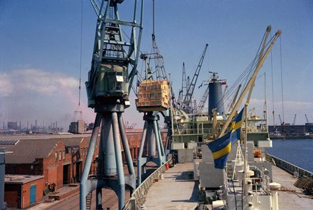 Importing fruit at Cardiff Docks, May 1973