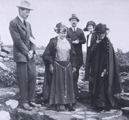 R. E. M. Wheeler with Lady Lloyd George (far right) at Segontium in 1922. Image © Private collection.