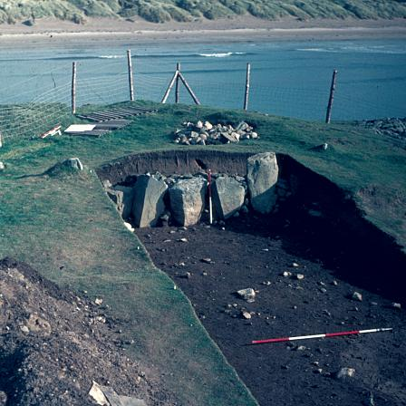 Trwyn Du (Anglesey). The Mesolithic site at Trwyn Du lies beneath a Bronze Age Cairn constructed around 2000BC. It was excavated in 1977 when it became clear that the site was threatened by coastal erosion.