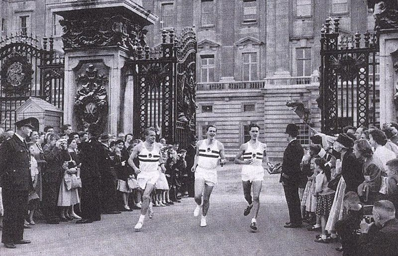 Dr Roger Bannister, then holder of the Empire Games mile record, leaving Buckhingham Palace carrying the baton at the start of the relay. He is accompanied by fellow Games champions Chris Chataway (left) and Peter Driver. (© Commonwealth Games Federation