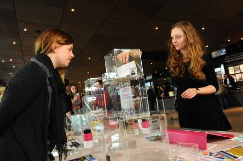 Lydia and Rachel – Amgueddfa Cymru Youth Forum members helping at the #popupmuseum