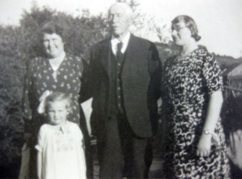 Alice Wilkins, Thomas Goodwin, Esther Goodwin and Anne Wilkins as a child.