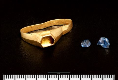Gold and sapphire ring from Pembroke