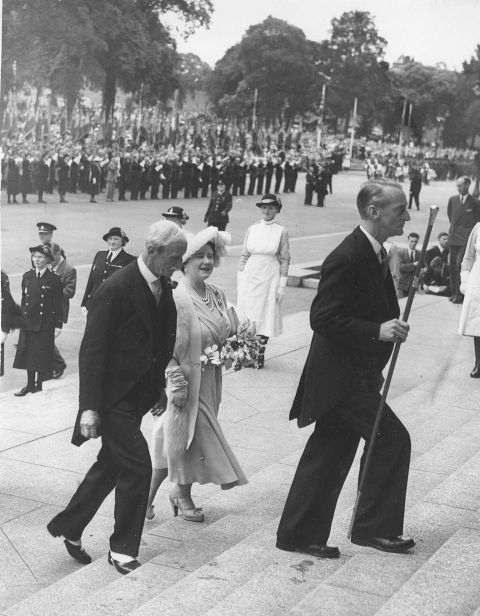 Visit of Her Majesty the Queen 18 July 1951 [Lee holding ceremonial staff]