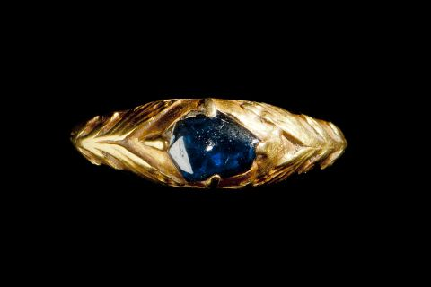 A picture of a 15th Century engraved gold and single cabochon sapphire ring