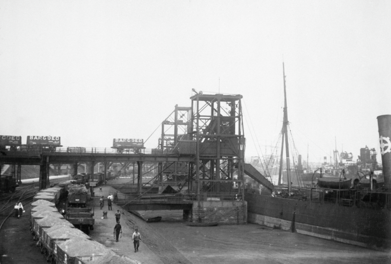 No.1 dock in 1913, when Barry docks exported 11m tons of coal. What appears to be a solid level surface in the right foreground of this scene in is fact water — thick with coal dust.