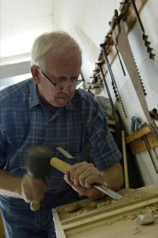 Ray Smith carving