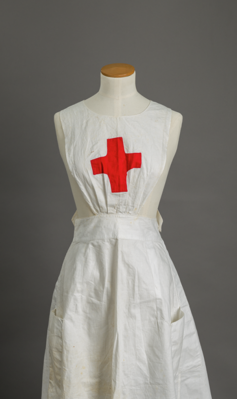 Red Cross apron worn by Elizabeth Radcliffe, 1916-19
