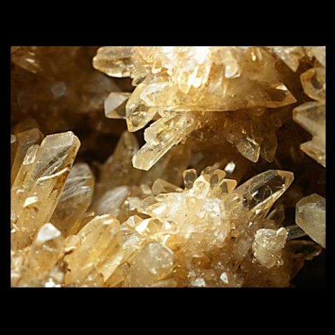 Yellow, prismatic baryte crystals