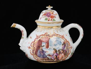 Meissen porcelain teapot, decorated by Johann Gregorius Hoeroldt