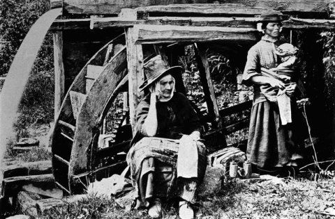 Postcard of Women Knitting in Pembrokeshire, taken 1880-1900
