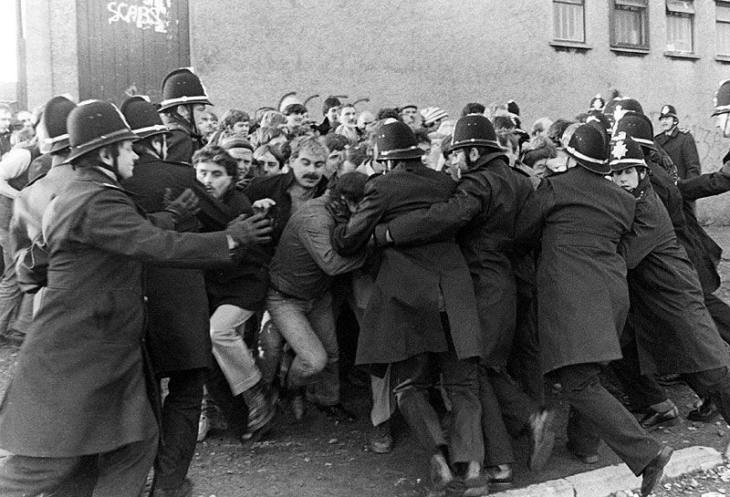 Police and pickets at Nantgarw Colliery