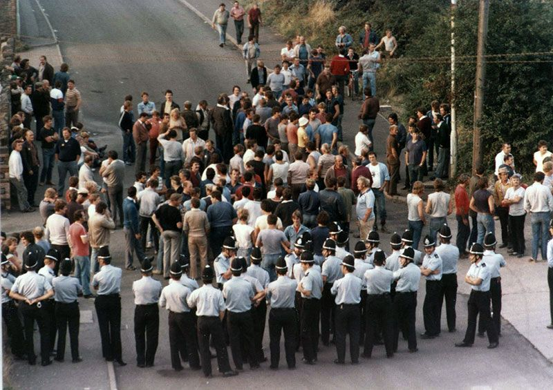 Police and Pickets, Bedwas Colliery