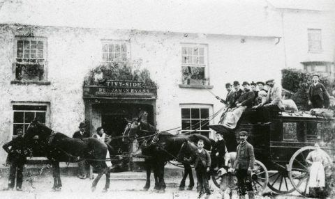 The Newcastle Emlyn to Cardigan stagecoach outside the Tivy-side Inn, Llechryd, in 1906.