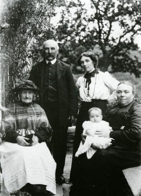 Four generations of the Davies family of Banc-y-felin, Llechryd. 1913